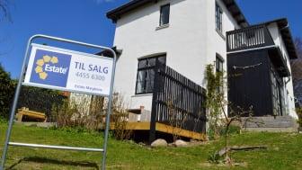 Trods et stigende boligudbud er udvalget af boliger på ejendomsmæglernes hylder fortsat lavt historisk set. Det skaber gunstige betingelser for sælgere, da efterspørgslen fra købere fortsat er høj. Foto: Estate.