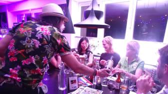 """Årligen arrangerar Hotell Kristina någon form av överraskningsmiddag. I år """"One night in Bangkok"""" vilken drog många förväntansfulla gäster till hotellets restaurang."""