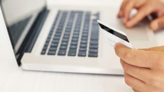 E-handel med kort på dator