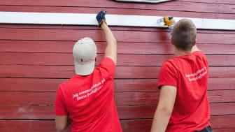 Ungdomarna jobbar bland annat i Stena Fastigheters bostadskvarter i Göteborg, med uppdrag som att göra fint på gårdar, rensa ogräs, måla och vara lekledare för barnen.