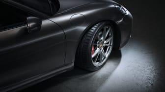 Däcktillverkaren Hankook inleder ännu ett OE-samarbete tillsammans med Porsche. Sportbilstillverkarens nya modell 718 Boxster kommer OE-utrustas med Hankooks exklusiva UHP-sommardäck Ventus S1 evo 3 fr.o.m. våren 2021