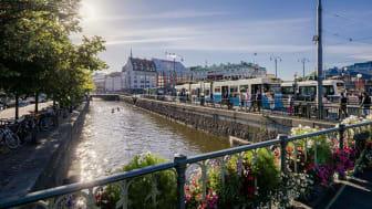 Vatten och grönska ger liv till staden. Kanalen vid Drottningtorget. Foto: Anders Wester/Göteborg & Co
