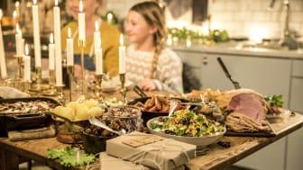 En av fyra kommer att handla mindre mat till julbordet i år.