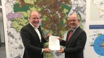 Deutsche Glasfaser Geschäftsführer Peter Kamphuis und Oberbürgermeister Hans Wilhelm Reiners