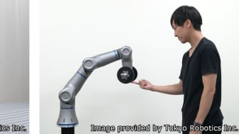 Sample image of an articulated robot (LEFT), Force control, a strength of Tokyo Robotics (RIGHT)