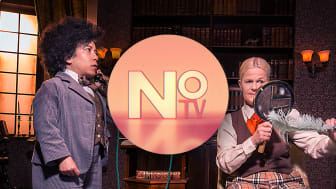 NO-tv med Sissela Kyle som Charlotte Holmes och Catrine Lundell som Dr Watson. Foto: UR.