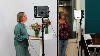 Styrelsens ordförande Eva Nordenstam von Delwig och årsmötets ordförande Ulrika Morazan, i studion för Svenska missionsrådets andra digitala årsmöte.