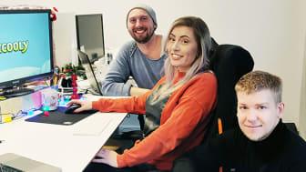 """""""Meningsfull skärmtid"""" är ledorden för företaget Zcooly. På bilden syns företagets VD Jonathan Wadström, längst fram, spelutvecklare Moa Lenngren och speldesigner Fredrik Andréasson."""