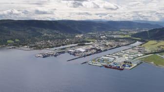 Illustrasjon av et utbygd havneareal på Grønøra vest. I dag er det kun havneaktivitet på østsiden av Orklas utløp.