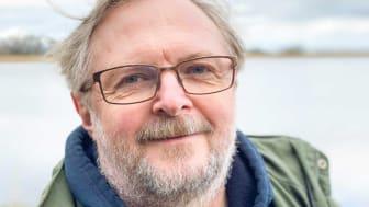 Mora Aronsson är ny ordförande för Svenska Botaniska Föreningen och vill försöka engagera fler unga i föreningen framöver. Foto: Emil V. Nilsson