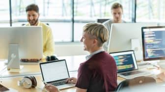 Visma Academy on suunnattu työttömille ja työttömyysuhan alaisille henkilöille, joilla on soveltuvaa taustaa kehittyä ohjelmistokehityksen asiantuntijoiksi.