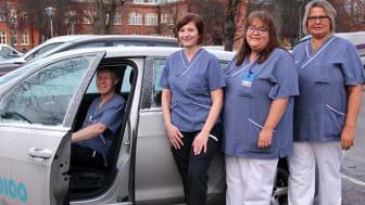 Det mobila teamet blir sjukhusets förlängda arm. Från vänster: Gabriel Ekman (läkare), Åsa Sjölin (sjuksköterska), Helena Nielsen (sjuksköterska) och Susanne Ehlin Enström (sjuksköterska).