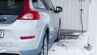 Volvo C30 Electric i carport
