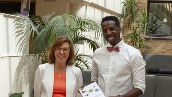 Jean Claude Nzayisenga, Insitutionen för fysiologsik botanik, tillsammans med sin handledare professor Anita Sellstedt. Foto: Anne Honsel