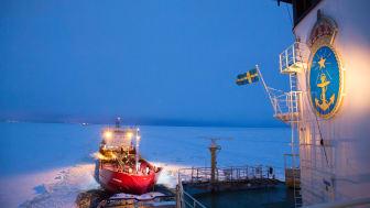 Restriktionerna införs varje vinter för områden där is kan påverka sjöfarten och innebär att endast fartyg som är byggda för att trafikera isbelagda farvatten kan få isbrytarassistans.