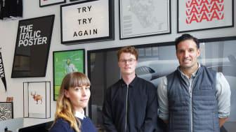 Vanessa Rabal och Finn Eskelin Milton är grafiska formgivare och de har tillsammans skapat Barnfondens nya visuella identitet. Här tillsammans med deras kreativa chef, Peter Neumeister (till höger).
