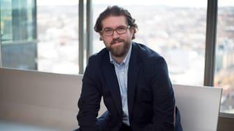 I FRONT. Scott Leaman fra Sopra Steria er en av Europas fremste eksperter på utvidet virkelighet. Nå har han fått en prestisjetung utmerkelse fra Microsoft. Foto: Sopra Steria
