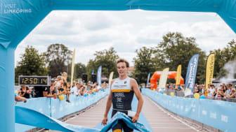 Hemmasonen Gabriel Sandör var först över mållinjen på SM i Linköping 2019.