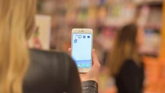Når du står innerst i butikken og ringer hjem for å høre hva du skal handle, går dette dårlig uten dekning.  Cell-Fi kan være løsningen. Foto: Martin Fjellanger