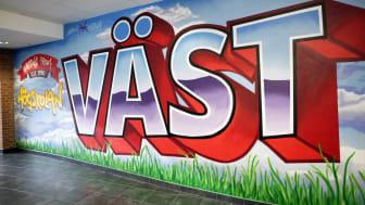 Högskolans nya konstverk på campus – en graffitimålning av Marcus Hank Tollbom.