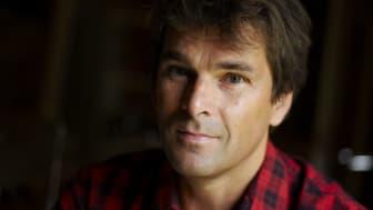 Niklas Strömstedt kommer till Malmö Live den 20 april som gästartist till Gabriel Forss och hans kör Happy Voices.