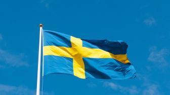 Svenska flagga som vajar i vinden foto: Pixabay