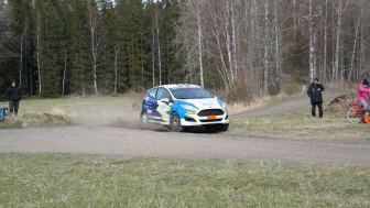 Daniel Röjsel och Nicklas Edvarsson i sin Ford Fiesta R2