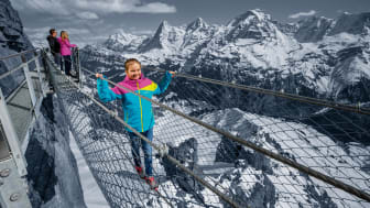 Beliebt bei Wagemutigen: Der Thrill Walk unterhalb der Station Birg