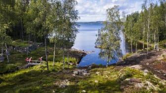 Med start 6 juli erbjuder Sagolika Sunne unika vandringsberättelser i samverkan med Västanå teater i den värmländska finnskogen.