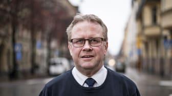 Per-Uno Åslund, biträdande chef för Frälsningsarméns sociala division, uppmuntrar fler att avstå från alkohol i jul. Foto: Jonas Nimmersjö