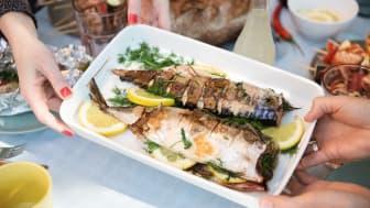 Makrell smaker nydelig etter noen minutter på grillen. Foto: Studio Dreyer Hensley