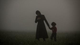 Bilden är tagen av Olmo Calvo och visar personer på flykt i Idomeni, Grekland.