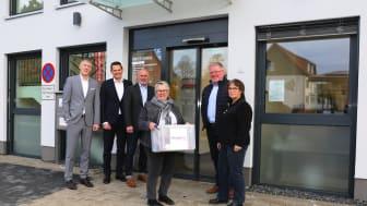 Gudrun Sommer-Werner (Mitte) wurde beim Einzug in die neuen Büroräume herzlich willkommen geheißen.