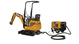 Mångsidiga minigrävaren Cat 300.9D VPS med kraftaggregatet HPU 300 som gör grävmaskinen helt eldriven.