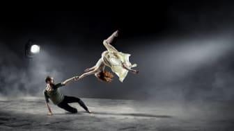 Världspremiären av Beyond blev en av vårens sista föreställningar på GöteborgsOperan. Nu direktsänds dansdubbeln digitalt. Foto: Lennart Sjöberg