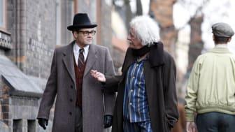 David Dencik i rollen som Niels Bohr och Geoffrey Rush som  Albert Einstein.