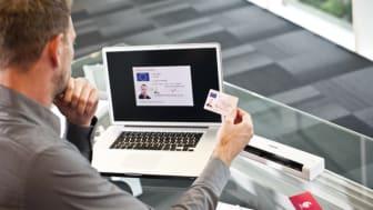 Det er hurtigt og nemt at forvandle papirarbejdet til digitale dokumenter.