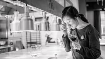 Förberedelserna inför årets vinbord är i full gång. Camilla Forslund är ständigt på jakt efter nya goda smakkombinationer.