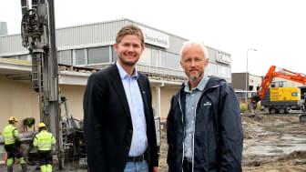 Etablerer Lexus: Daglig leder Christian Nordvik fra Nordvik AS og Eiendomssjef Paal Skaalsvik fra Nordviksentret Eiendom AS. Foto: Nordvik.
