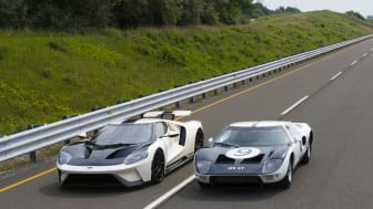 2022 Ford GT '64 Heritage Edition and 1964 Ford GT prototype_06.jpg