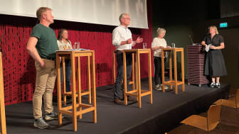 Sigbjørn Gjelsvik (Sp), Yvonne Mari Vallentine-West, Hans Andreas Limi (Frp), Lidia Myhre (NNH) og debattleder Dora Thorhallsdottir.