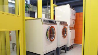 Rinkebybor tvättar kallt i ny miljötvättstuga