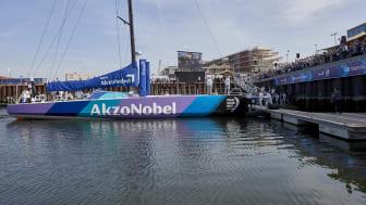 Team AkzoNobels nybyggda båt på plats i Haag för dop.