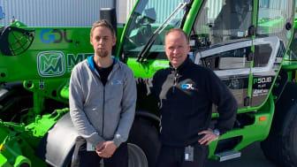 Daniel och Johan framför företagets nya Merlo P50.18 Plus.