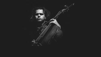 Den internationalt anerkendte komponist og cellist Rubin Kodheli giver koncert på Kulturværftet 3. marts.