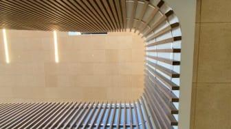 Et viktig arkitektonisk grep har vært å fremme at byggets konstruksjon består av tre.