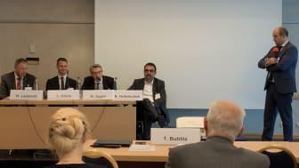 Diskutierten die Stärkung der Reha: Hermann Laubsch, Dr. York Dhein, Dr. Willy Oggier und Klaus Holetschek. Moderation: Thomas Bublitz (v.l.).