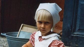 Vallby friluftsmuseum – Ellen på trappan