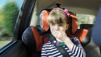 Ny forskning: 10 minutters skjermtid nok til å bli bilsyk