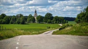Fjärdhundraland ekonomisk förening (här med Biskopskulla kyrka) är nominerade till Stora Turismpriset 2019.